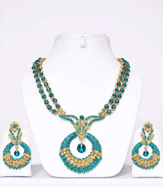 style best places borrow rent jewelry online